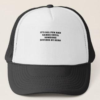 Su toda la diversión y juegos hasta alguien divide gorra de camionero