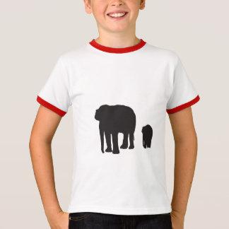 su una camiseta casual para los niños