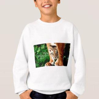 Sudadera El tigre Cub de Bengala mira hacia fuera