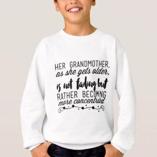 Sudadera Su abuela, mientras que ella consigue más vieja,