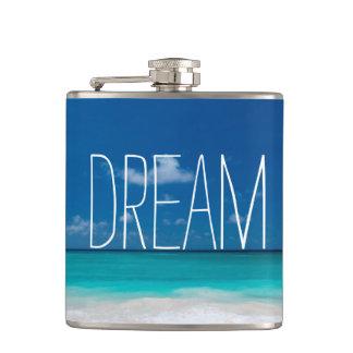 Sueño de cielos azules y de playas blancas petaca