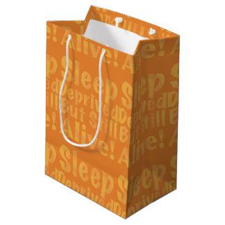 Sueño privado pero aún vivo en amarillo bolsa de regalo mediana