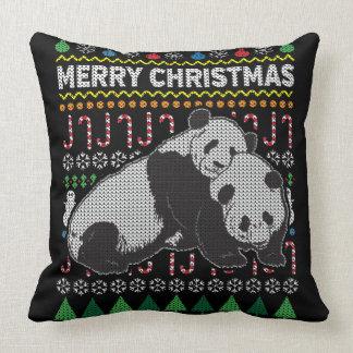 Suéter feo de las Felices Navidad de la panda de Cojín Decorativo