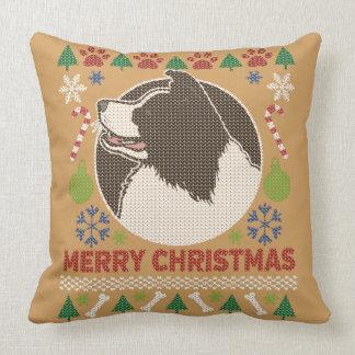 Suéter feo de las Felices Navidad del border Cojín Decorativo
