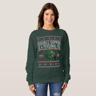 Suéter feo del navidad del casco de fútbol