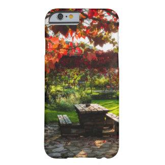 Sun a través de las hojas de otoño, Croacia Funda Barely There iPhone 6
