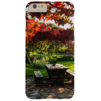 Sun a través de las hojas de otoño, Croacia Funda Barely There iPhone 6 Plus