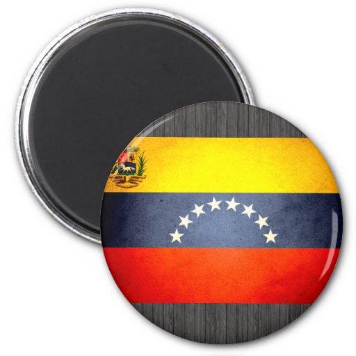 Sun besó la bandera de Venezuela Imán