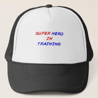 Super héroe en el entrenamiento gorra de camionero