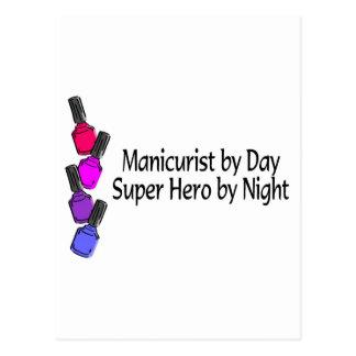 Superhéroe del manicuro postal