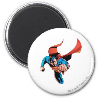 Superhombre que se mueve adelante imán redondo 5 cm