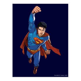 Superhombre que vuela adelante postal