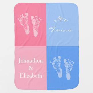 Sus huellas rosadas lindas gemelas del bebé del mantita para bebé