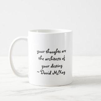 sus pensamientos son los arquitectos de su destin… taza de café