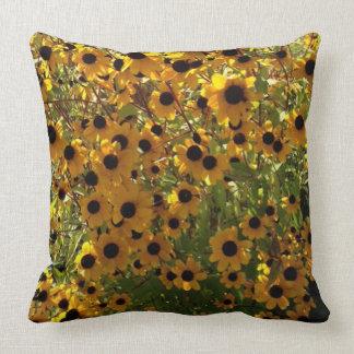 Susan observada negro florece la almohada verde