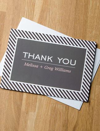 Crea tus tarjetas de agradecimiento personalizadas y personalízalas con tus colores, diseños o estilos favoritos.