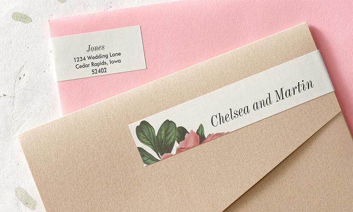 Compra tus etiquetas de boda para envíar tus invitaciones en Zazzle.