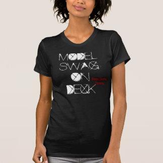 SWAG MODELO EN la CUBIERTA, ropa de la central del Camisetas