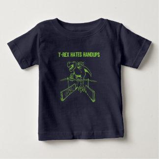 T-Rex odia la camisa humana minúscula de los