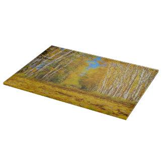 Tabla de cortar amarilla del paisaje del camino de
