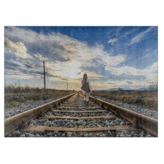 Tabla De Cortar Chica con la guitarra en pistas de ferrocarril