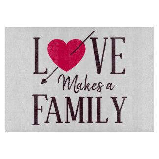 Tabla De Cortar El amor hace a una familia - regalo de la adopción