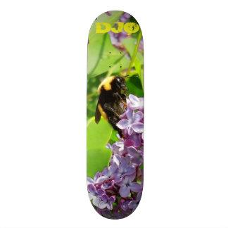 Tabla De Skate Abejorro en la lila Bush con sus iniciales