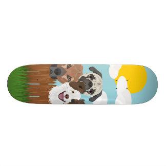 Tabla De Skate Perros afortunados del ilustracion en una cerca de