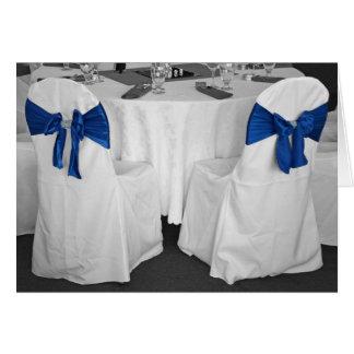 Tabla del boda y tarjeta de felicitación de las si
