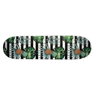 Tablas De Skate Piña tropical de la acuarela con las rayas negras