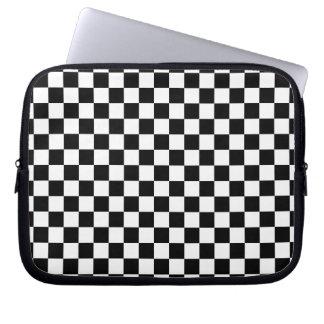 Tablero de damas blanco y negro funda para portátil
