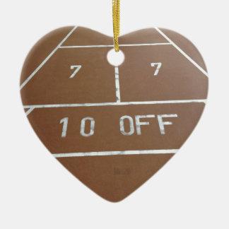 Tablero de la barajadura adorno navideño de cerámica en forma de corazón
