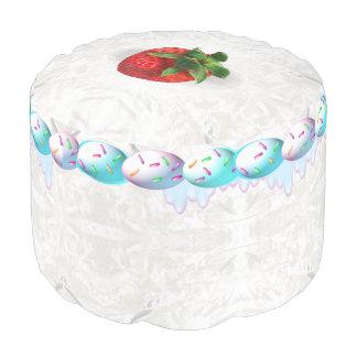 Taburete dulce de la torta de la fresa puf