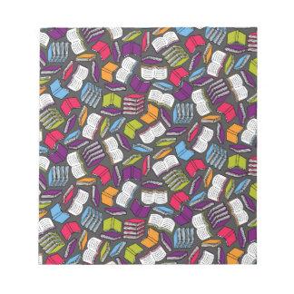 Tan muchos libros coloridos… bloc de notas