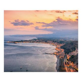 Taormina en la impresión de la foto de la