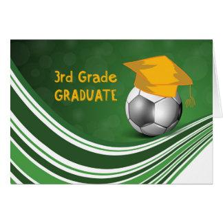 Tarjeta 3ro Graduación del grado, balón de fútbol y gorra