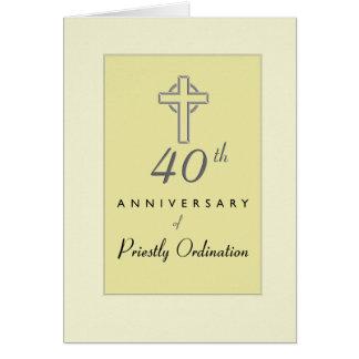 Tarjeta 40.o Aniversario del sacerdote con la cruz grabada