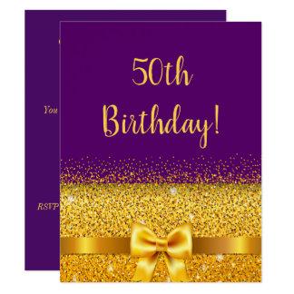 Tarjeta 50.a fiesta de cumpleaños en chispa púrpura del