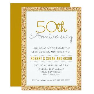 Tarjeta 50.o Brillo del oro del aniversario de boda falso