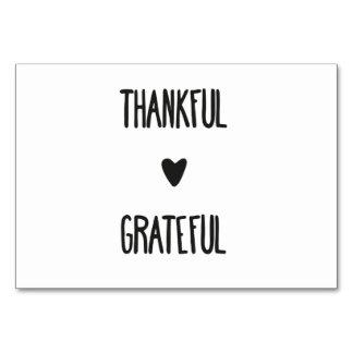 Tarjeta agradecida y agradecida de la tabla