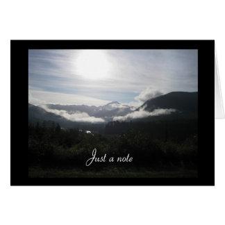 Tarjeta Amanecer de la montaña apenas una nota