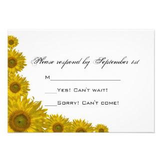 Tarjeta amarilla de la respuesta del boda del bord invitaciones personales