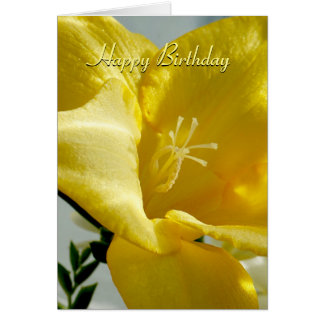 Tarjeta amarilla del feliz cumpleaños del Freesia