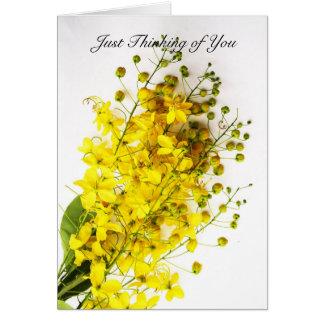 "Tarjeta ""Apenas pensando en usted"" el amarillo florece la"