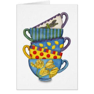Tarjeta apilada de las tazas de té