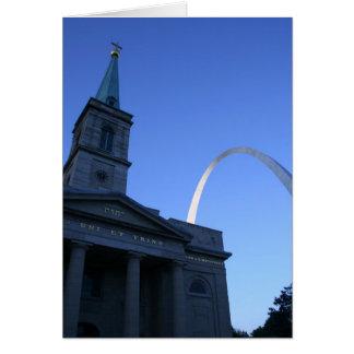Tarjeta Arco de St. Louis con la iglesia