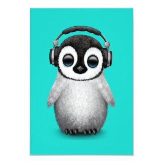 Tarjeta Auriculares que llevan de DJ del pingüino lindo
