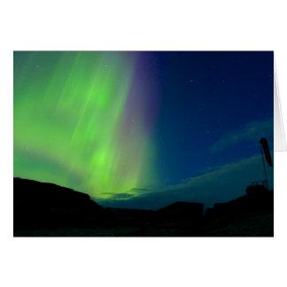 Tarjeta Aurora boreal sobre el helipuerto