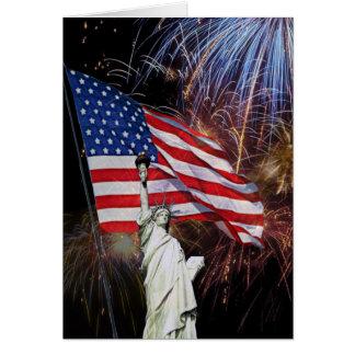 Tarjeta Bandera americana, fuegos artificiales y estatua