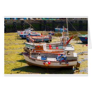 Tarjeta Barcos de pesca en las mareas hacia fuera